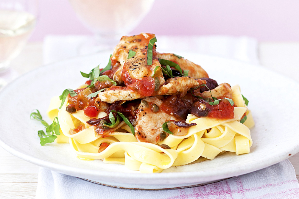 Pasta with Chicken Puttanesca