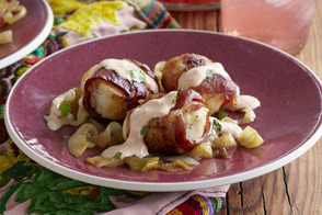 Scallops Wrapped in Bacon with Garlic Sauce