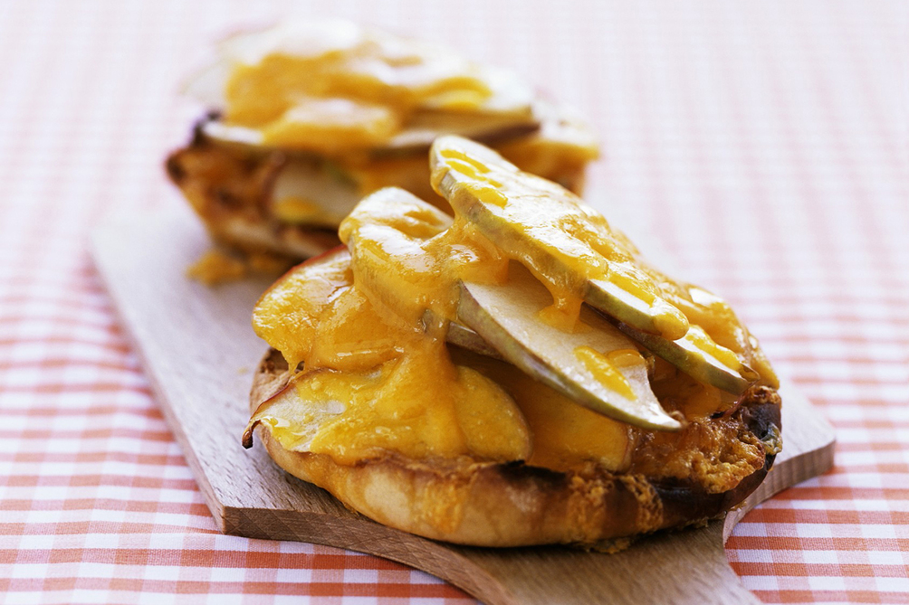 English Muffin with Apple and Cheddar