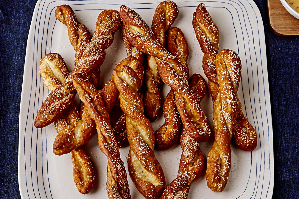 Homemade Pretzels with Beer-Cheese Dip