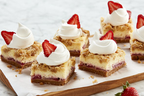 Strawberry Crumble Cheesecake Squares