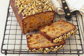 Banana-Apricot Bread with Crunchy Topping